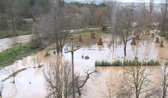 Последици од поплави: сè што треба да знаете, за да го заштитите своето здравје